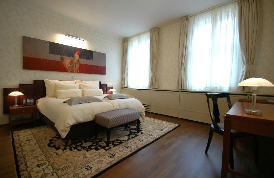 Hotel Mitra: Room 207 - Roosters room