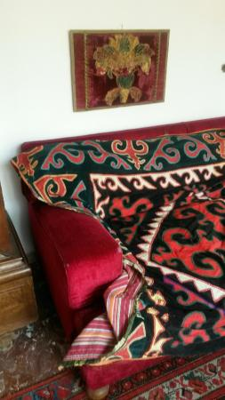 Ca' Loredan : The agents do t know what we mean when we said the sofa needed to be burnt and the rug was threa