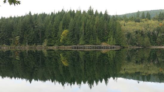 Inland Lake Provincial Park: Elevated boardwalk at Inland Lake