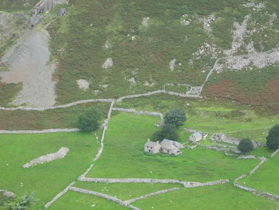 Nant Gwrtheyrn, Llithfaen: abandoned house