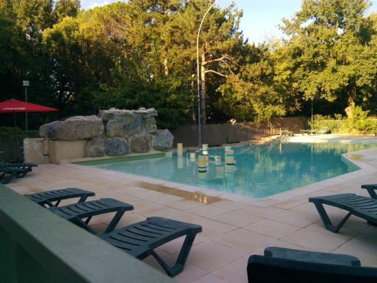 Camping Domaine de la Coronne: La piscine tot le matin