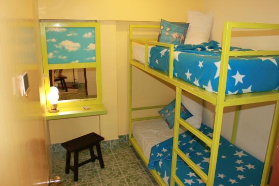 Tid Tarad Hostel Hua Hin: Bunk bed (for Two) share bathroom Room#1