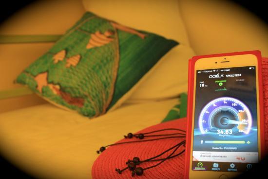 Tid Tarad Hostel Hua Hin: Wifi speed in Bunk bed share bathroom