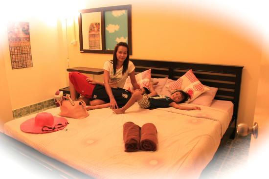 Tid Tarad Hostel Hua Hin: Double Bed Share bathroom Room#4
