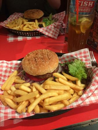 JB's American Diner: The JB's burger with chips and salad included