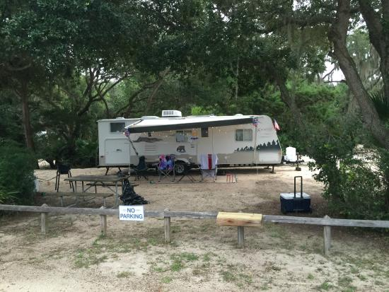 North Beach Camp Resort: Another campsite facing the river