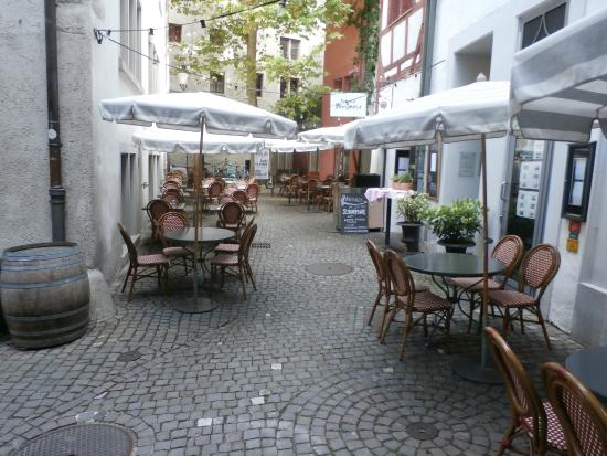 Mere Catherine: Sidewalk tables