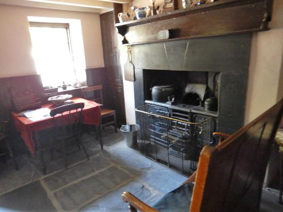 National Slate Museum: Stove, living and dining area