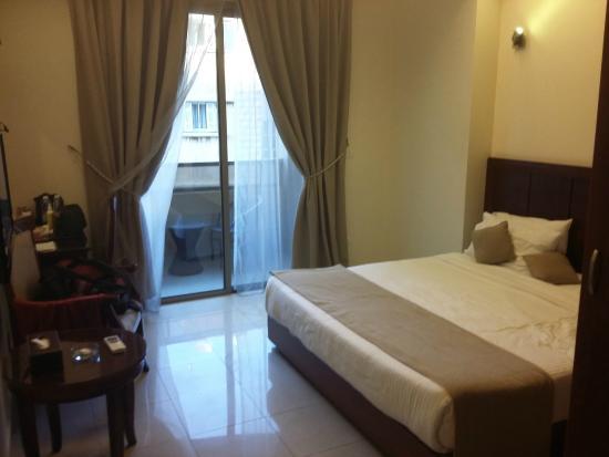 Midtown Hotel and Suites: midtown hotel room
