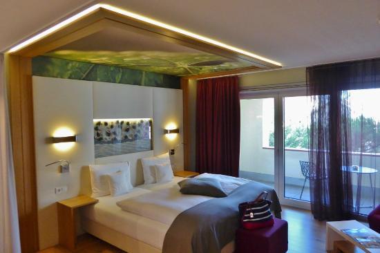helle und hochwertige einrichtung bild von kaisergarten. Black Bedroom Furniture Sets. Home Design Ideas
