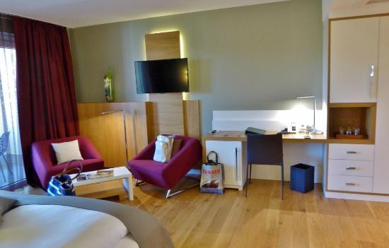 helle und hochwertige einrichtung bild von kaisergarten hotel spa deidesheim deidesheim. Black Bedroom Furniture Sets. Home Design Ideas