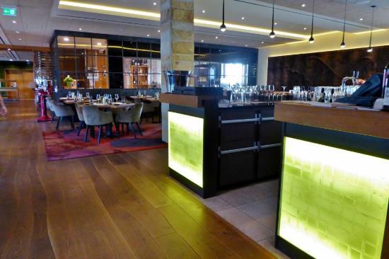 bar und restaurant hippo bild von kaisergarten hotel. Black Bedroom Furniture Sets. Home Design Ideas
