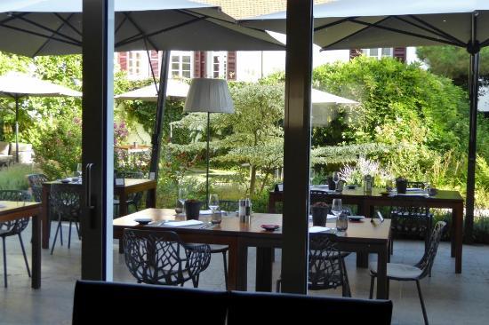 sch ne terrasse bild von kaisergarten hotel spa. Black Bedroom Furniture Sets. Home Design Ideas