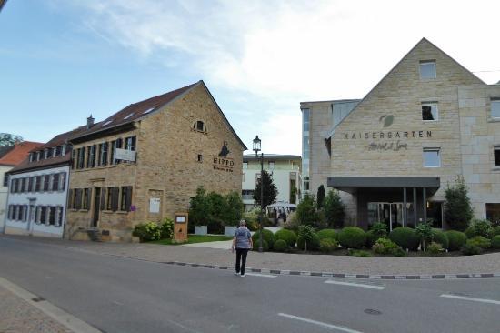 blick von der hauptstra e picture of kaisergarten hotel. Black Bedroom Furniture Sets. Home Design Ideas