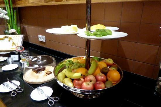 Kaisergarten Deidesheim frühstücksbuffet raum bild kaisergarten hotel spa deidesheim