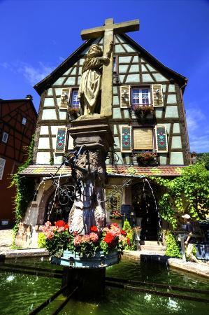 Kaysersberg, France: The fountain representing Emperor Constantine