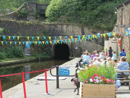 Standedge Tunnel & Visitor Centre: food and refreshments
