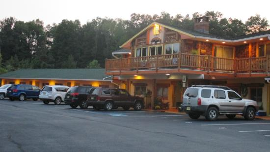 High Point Country Inn: Pic of front