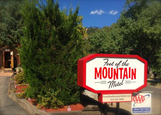 Foot of the Mountain Motel: Fun right along Boulder Creek