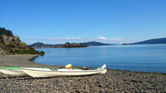 Across the Bay Tent and Breakfast: Sea kayaking from the house