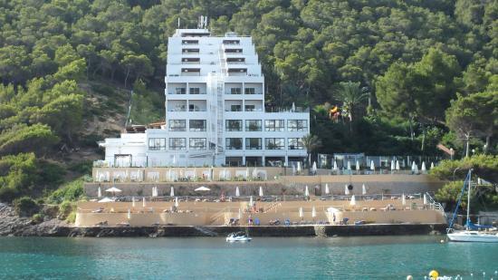 Cala Llonga, España: View of hotel