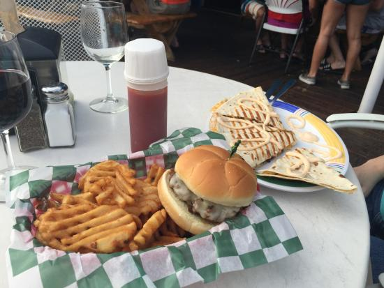 Bellaire, MI: burger