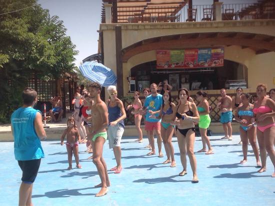 Sporting Club Village : Balli di gruppo e acquagyn con i ragazzi dello Star Club