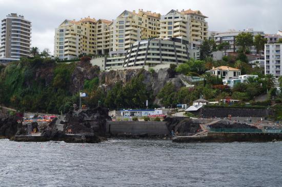 Regency Cliff From A Boat Bild Von Madeira Regency Cliff Funchal