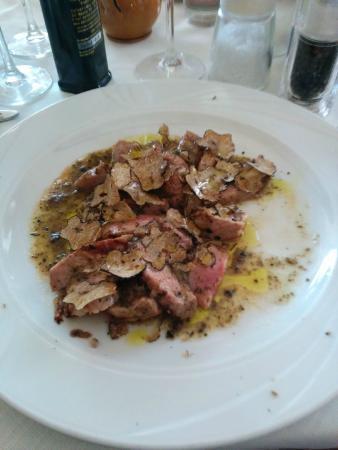 Genga, Italia: tagliata al tartufo nero
