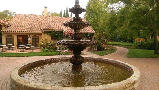 Vintners Inn: court yard fountain
