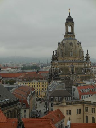 Blick auf Dresdner Altstadt mit Frauenkirche