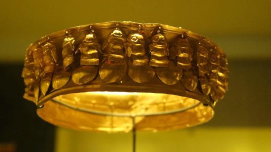 Gold Museum (Museo del Oro): Coroa em ouro