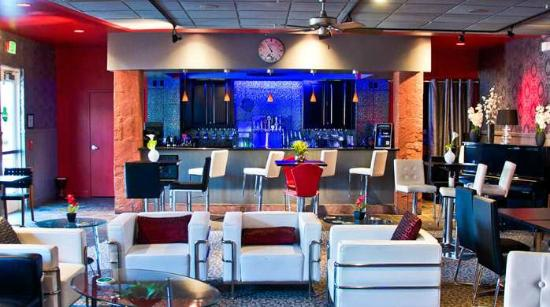 Hilton Garden Inn Salt Lake City/Layton: Hotel Lounge and Bar Area Onsite