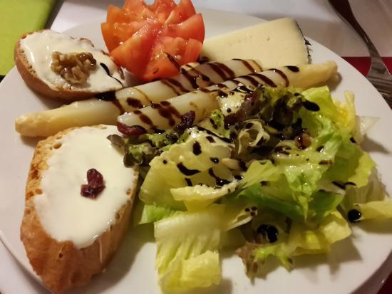 Santa Eulalia de Gállego, España: ensalada de queso