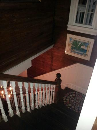 Key West Bed and Breakfast: Second floor staircase
