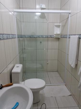 Banheiro limpo e cheirosos. .tudo bem arrumado. - Foto de Pousada Dalmar,  Penha - Tripadvisor