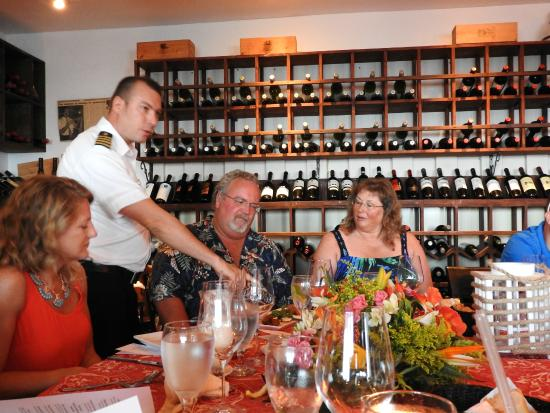 Bodden Town, เกาะแกรนด์เคย์แมน: Martin explaining appetizer round - look at all that wine