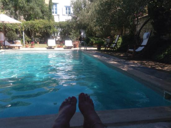 Alacati Tas Otel: Chilling by the pool 😎😎