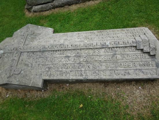 Kirknewton, UK: Admiral's grave