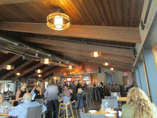 Beach House Restaurant: belle salle