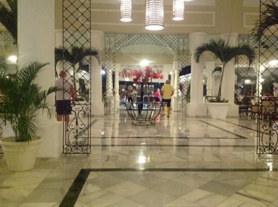Luxury Bahia Principe Ambar: Amber 2 lobby