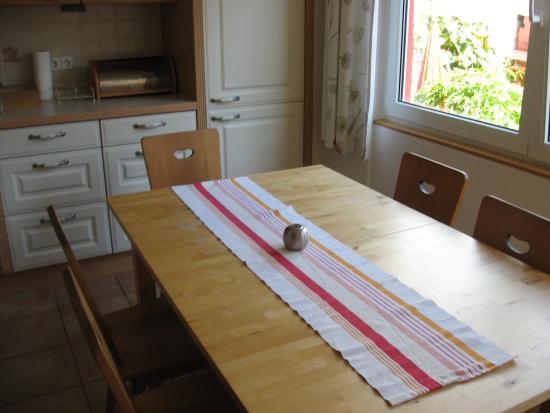 Gluckseeligkeit Herberge: Dining table, breakfast area