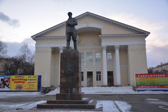 Monument Pavlin Vinogradov