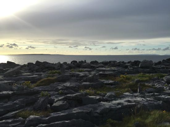 Rainbow Hostel: The Burren coast, walking distance from hostel