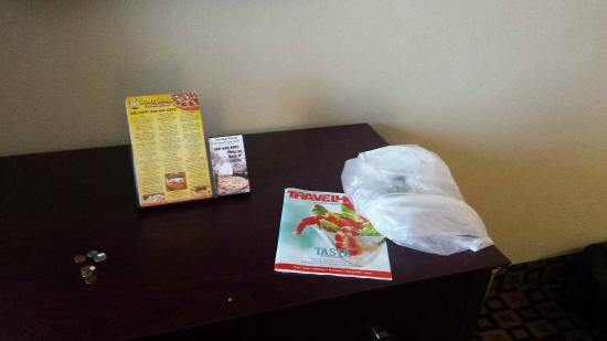 Supreme Inn & Suites : Bag of trash left on table after they removed it from the trash can