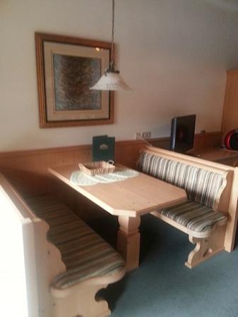 Hotel Kaiserhof: Essbereich Dachgeschoss Wohnzimmer