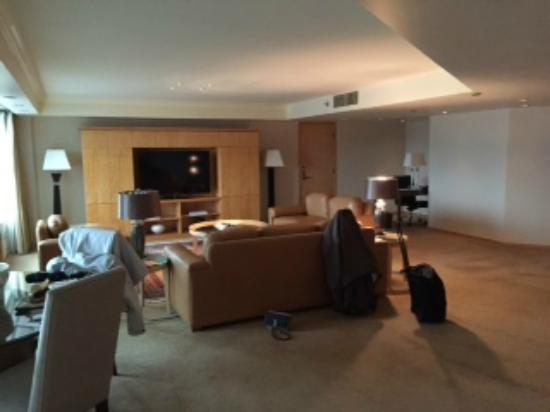 Etonnant Pan Pacific Vancouver: Huge Living Room With Big Screen TV