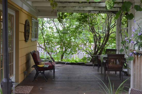 The Stella Rose B&B: Lots of deck space