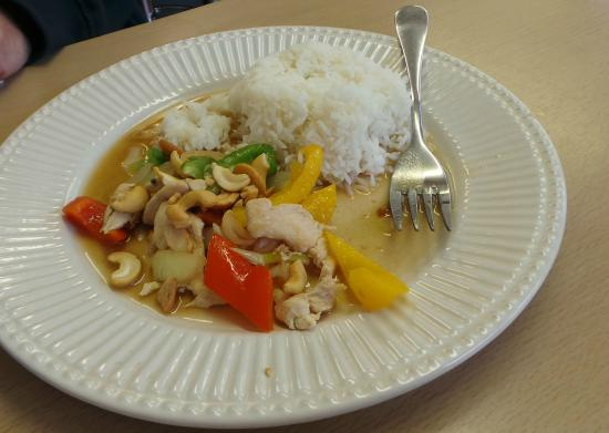 Coconut T: Chicken cashew nuts