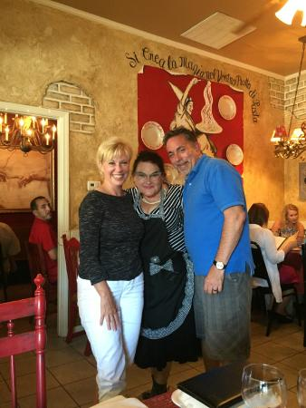 Lola & Guiseppe's Trattoria: Enjoying a visit with Lola at her awesome restaurant!